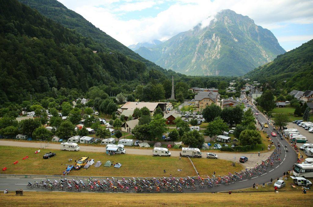stage-19-riders-leave-le-grand-bornand