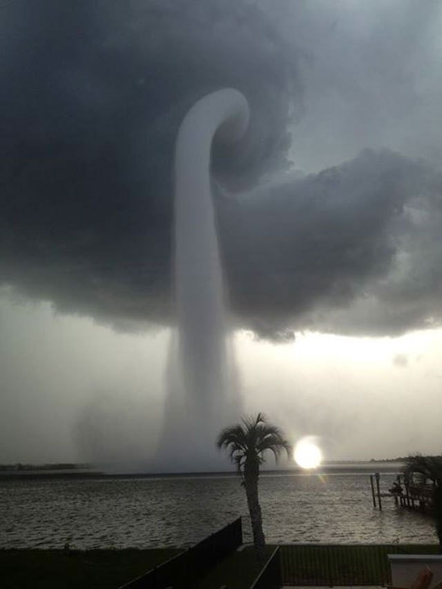 waterspout-tampa-bay-florida-atlantic-ocean