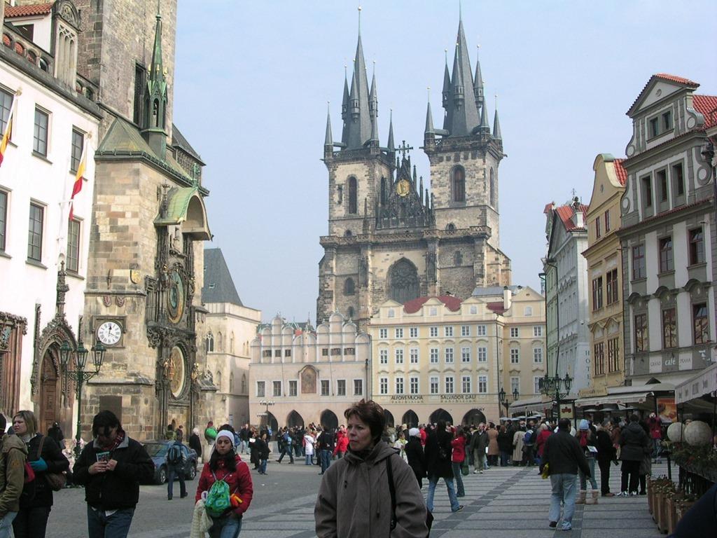 70-Staromestka-Nam-City-Square-Praha