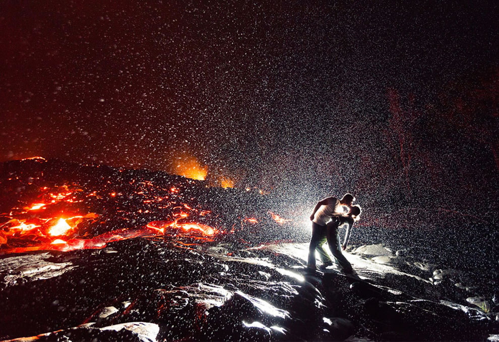 Lava-Kiss.-Spontaneous-hot-moment-on-Kalapana-Hawaii