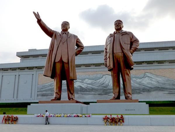 Statues of North Korean Leaders, Pyongyang-M